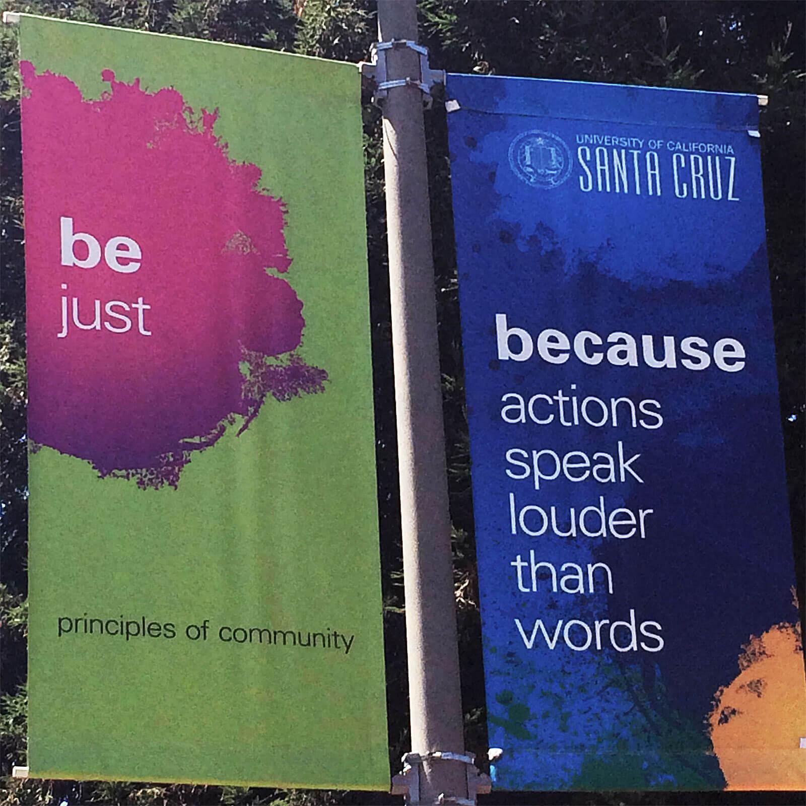 Bandeiras com frases da universidade de Santa Cruz, California