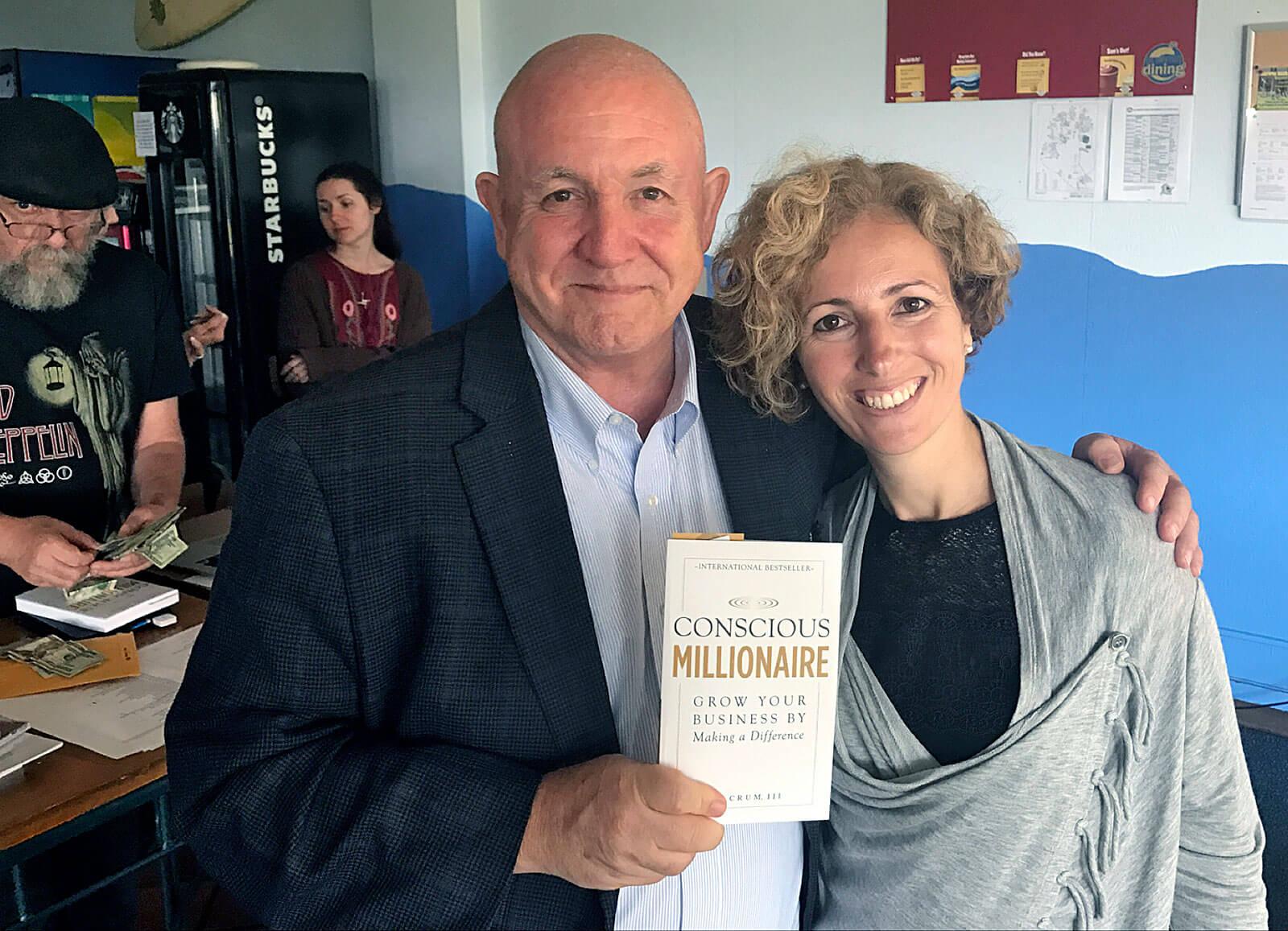 Rita Aleluia junto ao autor da livro Conscious Millionaire, uma base para líderes conscientes