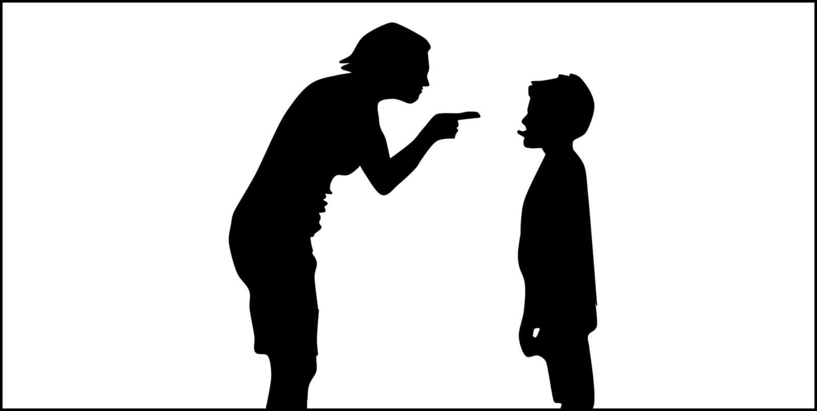 Silhueta de adulto a advertir criança com língua de fora.