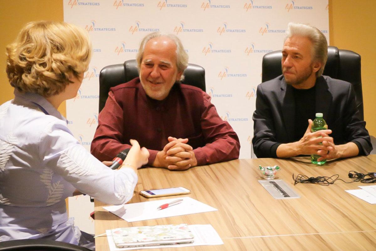 Rita Aleluia em entrevista a Bruce Lipton e Gregg Braden, no evento Life Strategies, em Roma