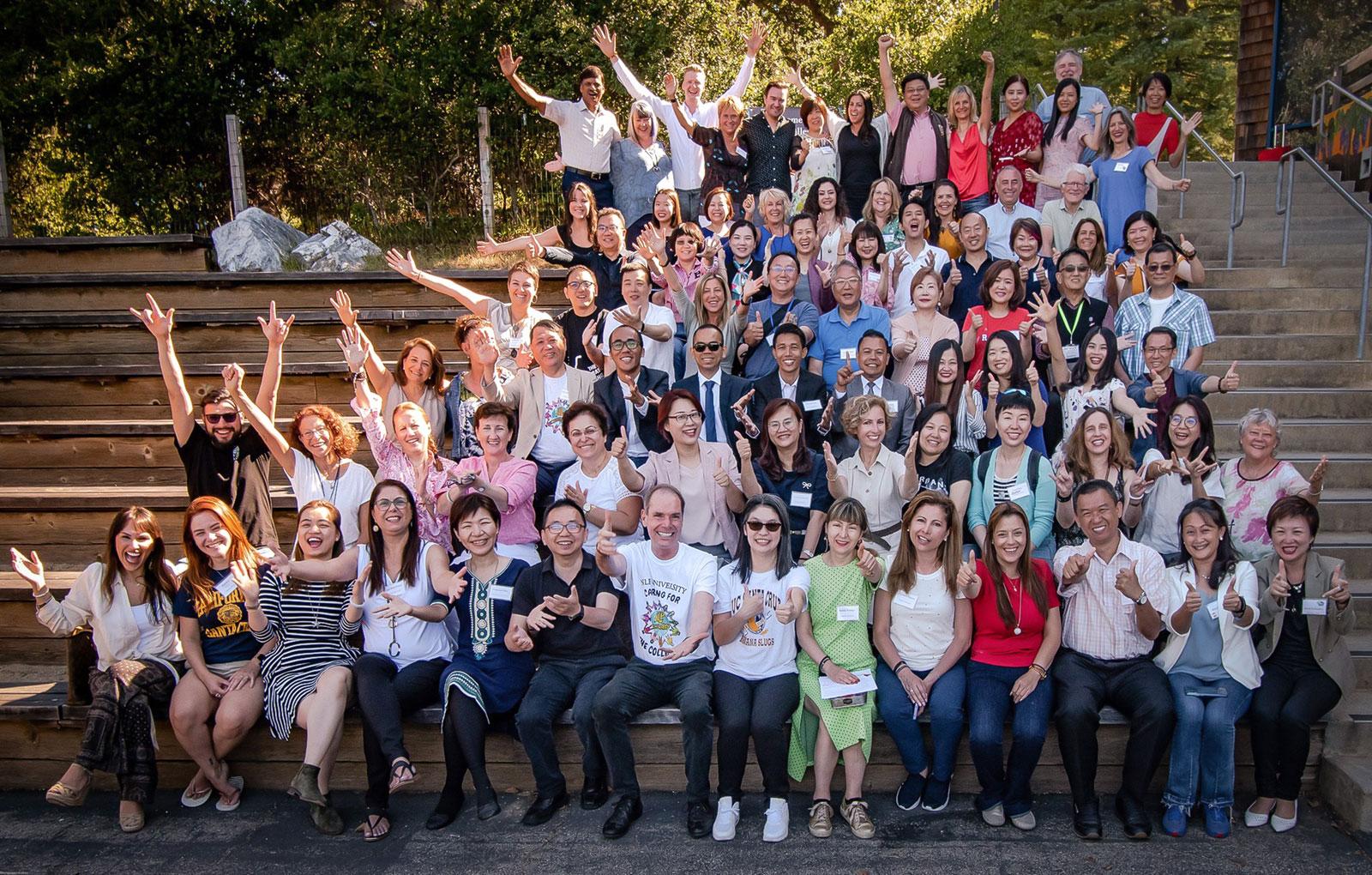 Rita Aleluia, Robert Dilts e um grande grupo de pessoas na NLP University