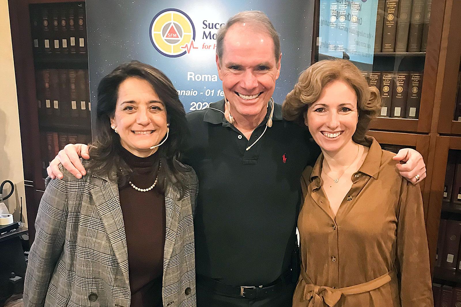 Rita Aleluia, Robert Dilts e Emanuela Mazza num encontro sobre Success Factor Modeling em Roma.